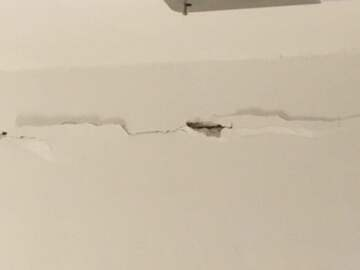 Crack in wall (public domain)