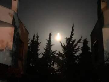 Full moon and earthquake (public domain)