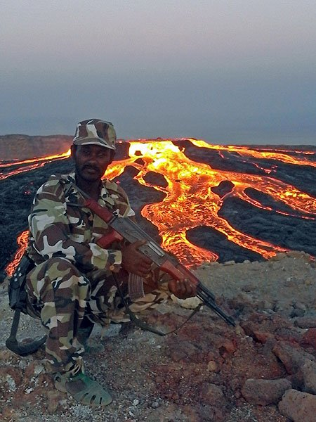 The lava lake overflowing on all sides on 17 Jan 2017 (Photo: Enku Mulugeta)
