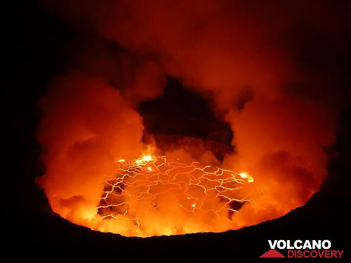 Nyiragongo's lava lake in June 2017 (photo: Ingrid Smet / VolcanoDiscovery)
