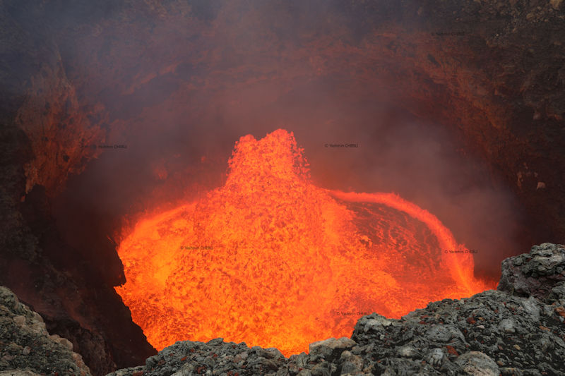 The active lava lake in Benbow's crater on Ambrym volcano in July 2018 (image: Yashmin Chebli / VolcanoDiscovery)