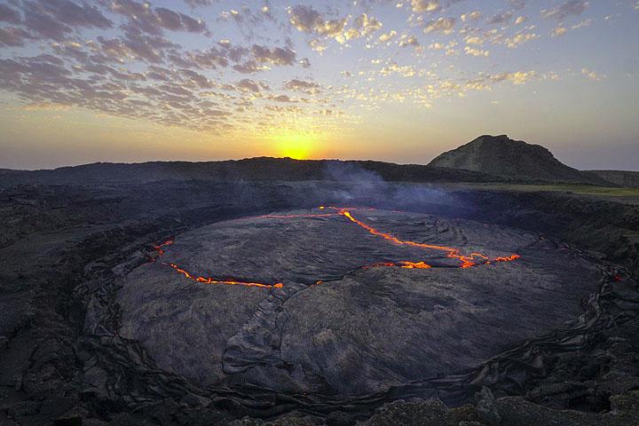 The lava lake of Erta Ale in late December 2013 (Photo copyright: Dominik Voegtli)