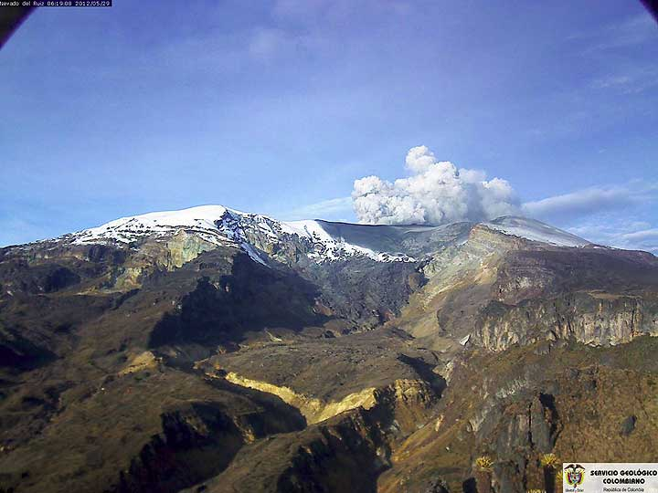 Volcán Nevado del Ruiz seen from the south (29 May on 06h19) (INGEOMINAS)