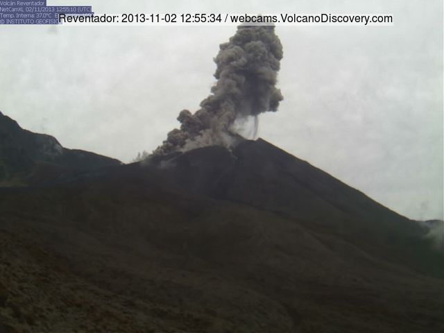 Explosion and small pyroclastic flow from Reventador on 2 Nov 2013