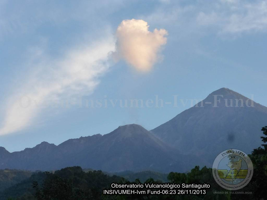Santiaguito volcano this morning (INSIVUMEH)