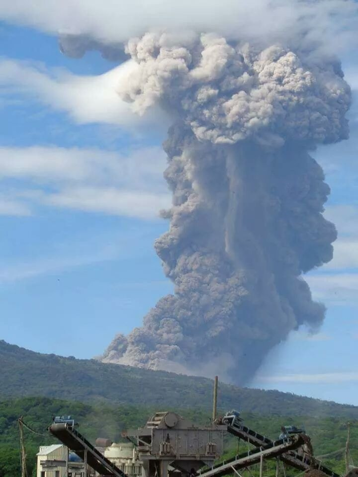 Image of the ash plume that rose above Telica volcano after the explosion on Thursday morning 21 June, 2018 (photo from Facebook page 'Tornados no Brasil tracking')