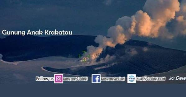 Anak Krakatau island seen 30 Dec 2018 (author unknown / Dongeng Geologi via facebook)