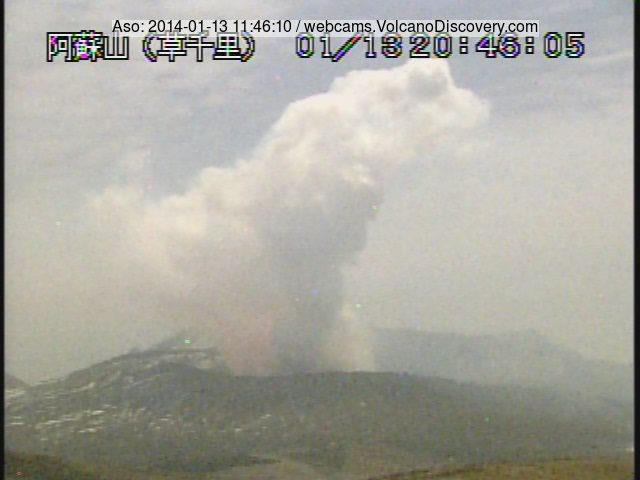 Faint red glow from Nakadake crater of Aso volcano (Japan)