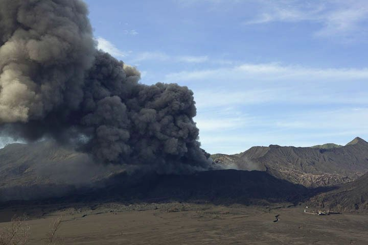 Typical activity of Bromo consisting of strong ash emissions following in short intervals (Photo: Tom Pfeiffer, 16 Feb 2011)
