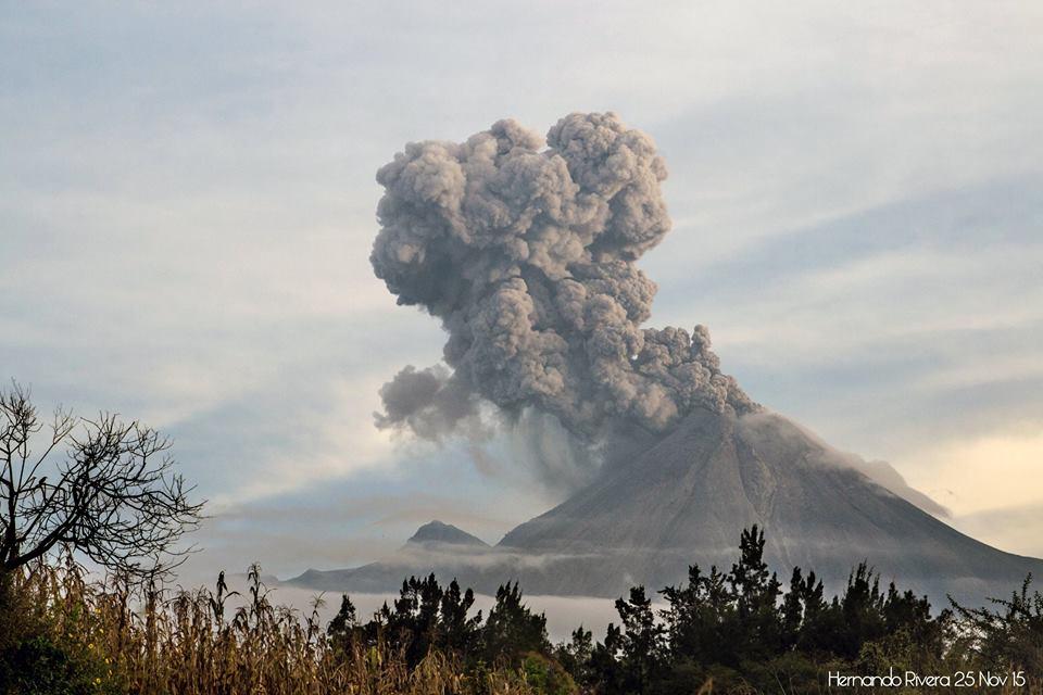 Explosion from Colima volcano on 25 Nov (image: Hernando Rivera)