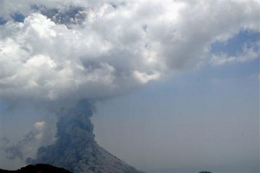 Press photo showing the eruption of Colima volcano on 5 June 2005 at 14:20 local time. (AP Photo/Guillermo Arias)