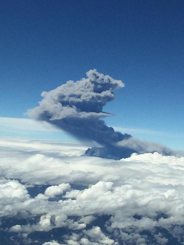 Eruption from Cotopaxi on 14 Aug (photo: Daniel Salazar / twitter)