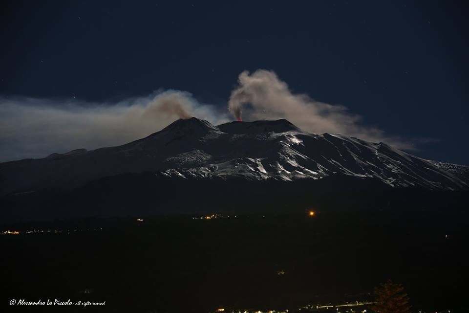 Glow from Etna's Voragine crater yesterday night (image: Alessandro Lo Piccolo / facebook)