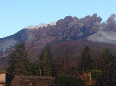 Photo of the pyroclastic flow on Etna this morning (Photo: Mike Schüler, facebook)