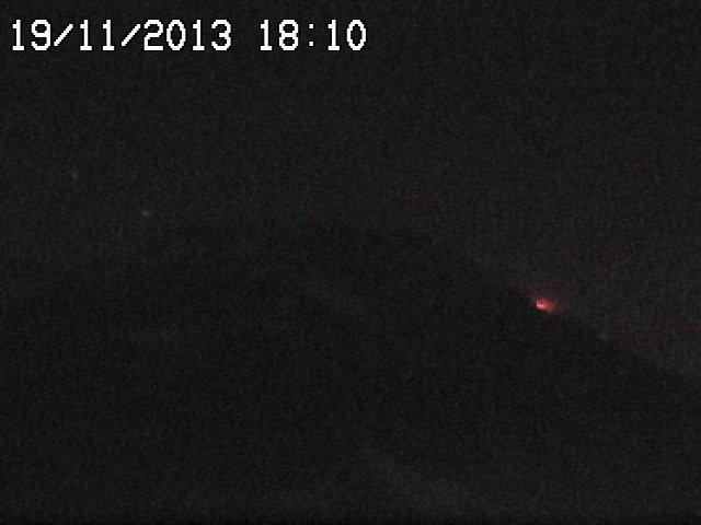 Weak glow from the eastern effusive vent at Etna's New SE crater