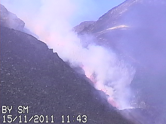 The ongoing eruption at Etna, seen from Radiostudio 7 webcam (http://www.radiostudio7.it) located at Belvedere