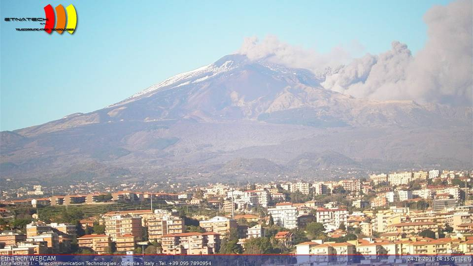 View from Catania showing the ash plume from the ongoing eruption (image: Etna Tech webcam 1)