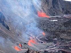 """The new eruption of Piton de la Fournaise from a fissure inside Domolmieu crater. (Photo: Patrick Devidal, published on Réunion's leading newspaper """"Le Journal de l'île de la Réunion"""" - www.clicanoo.com)"""