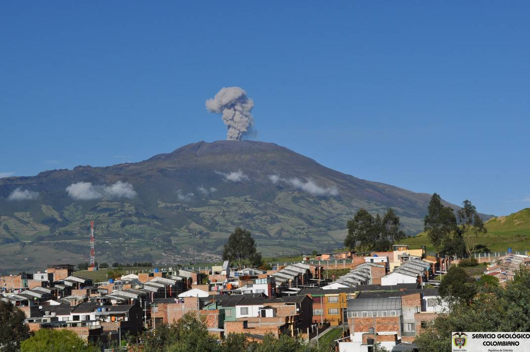 Small ash emission observed from the Pasto Volcano Observatory on 17 December 2012 (INGEOMINAS)