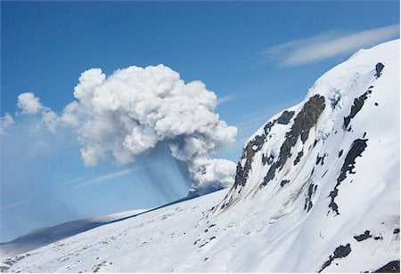 Hudon volcano's new eruptive fissure (photo taken on October 26, courtesy and copyright Sernageomin.cl)