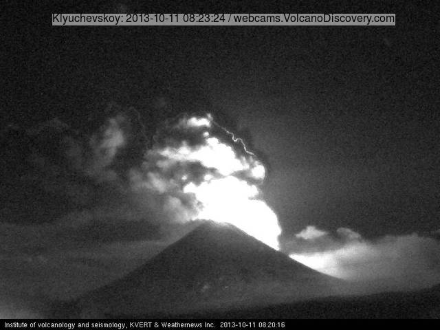 Lightning inside the eruption cloud above Klyuchevskoy volcano (KVERT webcam)
