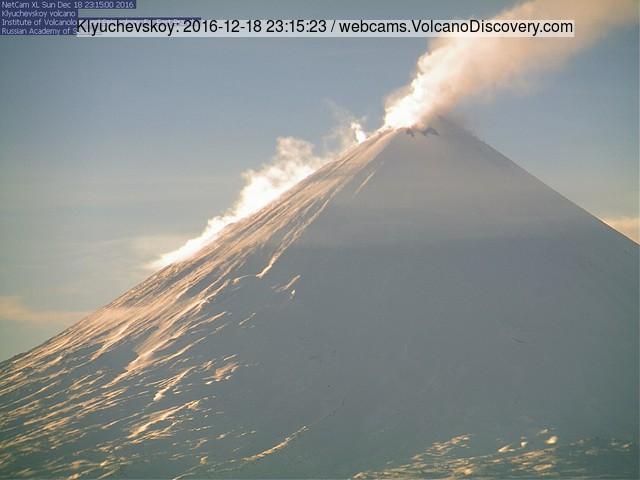 Klyuchevskoy's steam plume this morning