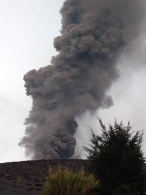 Ash plume from Krakatau yesterday (image: Black Carita  via Andi / VolcanoDiscovery)
