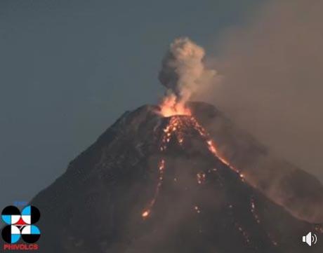 Mayon volcano on 8(?) Feb 2018 (image: PHILVOLCS / facebook)