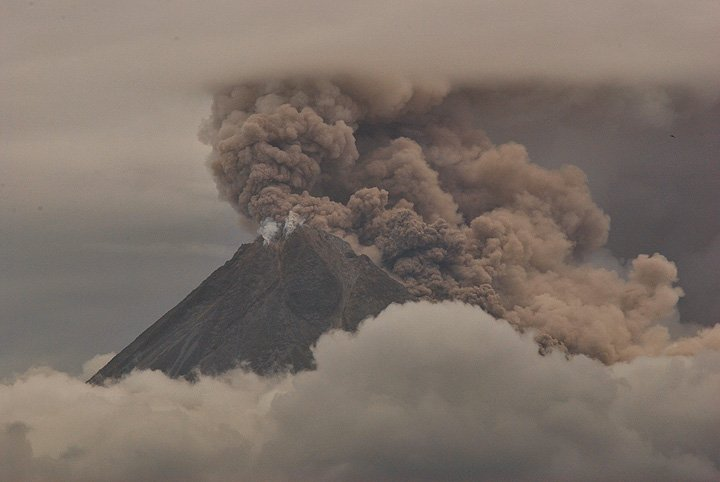 Powerful explosions and pyroclastic flows from the new lava dome (photo: Andi Rosati) on 1 Nov 2010