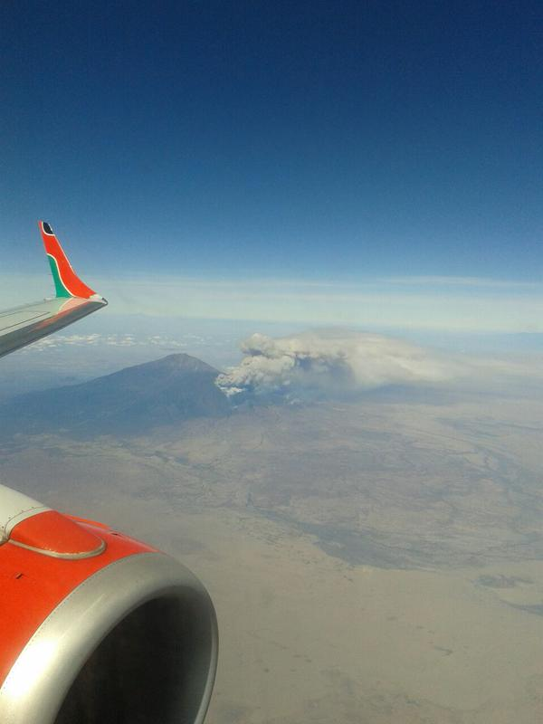Image of Meru's eruption yesterday (image: Selle Higgins @safariwithselle / twitter)