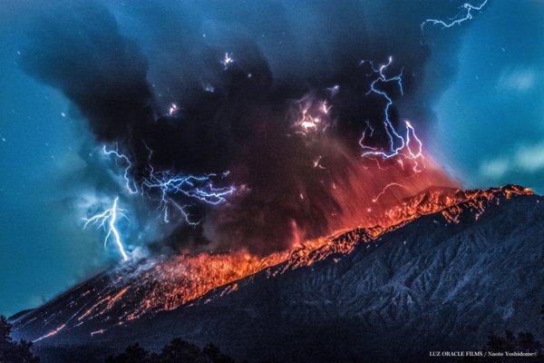 Spectacular explosion from Sakurajima's Minamidake crater on 26 March (image: Naoto Yoshidome / twitter)