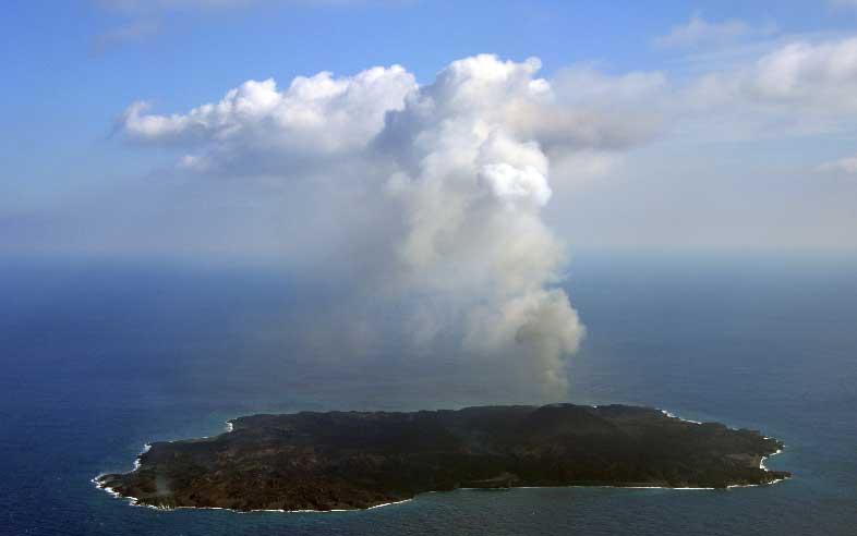 Nishinoshima seen on 25 Dec 2014 (Japanese Coast Guard)