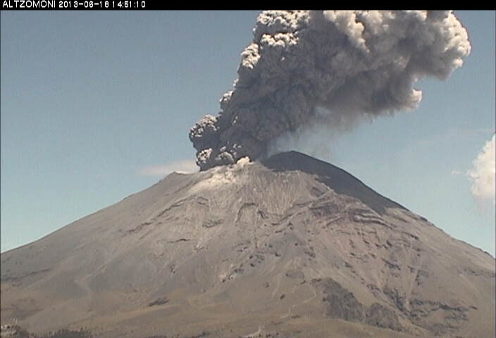 Eruption from Popocatepétl this morning
