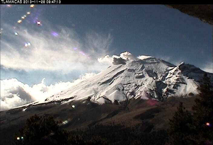 Small ash emission from Popocatépetl this morning
