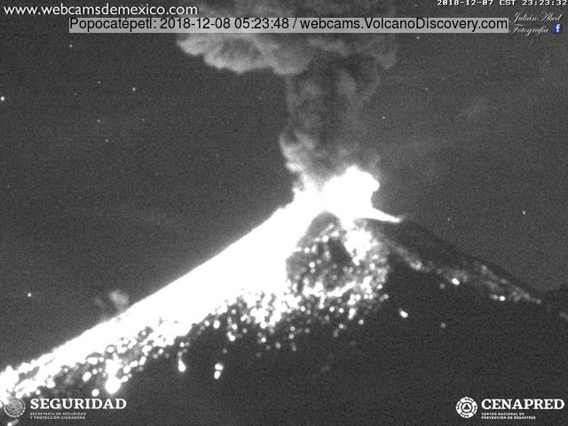 Glowing lava covering much of the slope of Popocatepetl volcano after this morning's explosion (image: Webcams de Mexico)