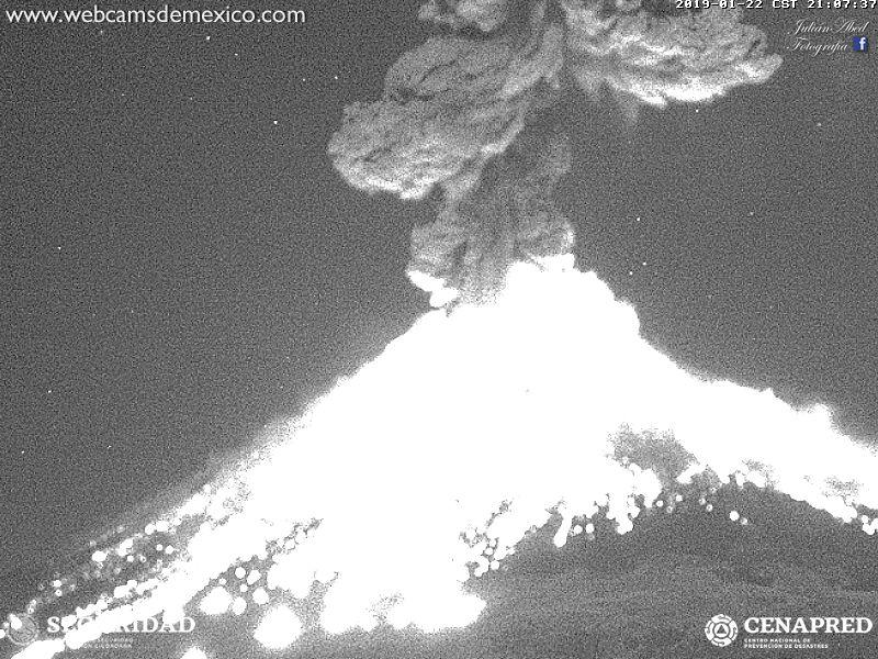 Eruption of Popocatepetl 22 Jan 2019 evening (image: Webcams de Mexico / CENAPRED webcam)