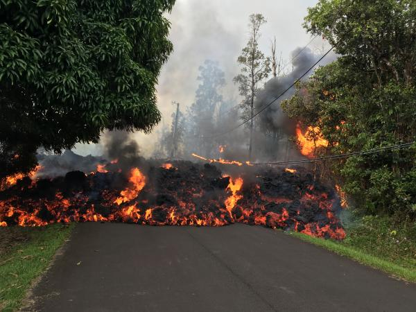 A lava flow moves on Makamae Street in Leilani Estates at 09:32 am HST on May 6. (image: HVO / USGS)