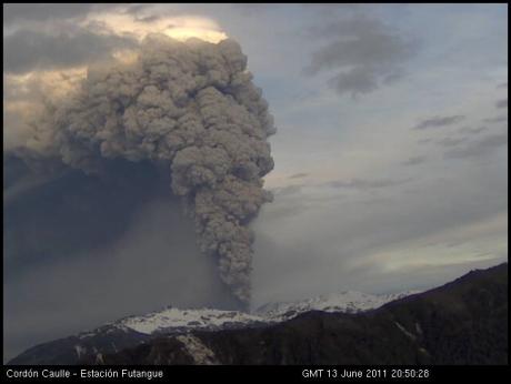 Puyehue-Cordón Caulle, 13 de junio de 2011: imagen de la número 2 de la cámara, a las 20:50 GMT.