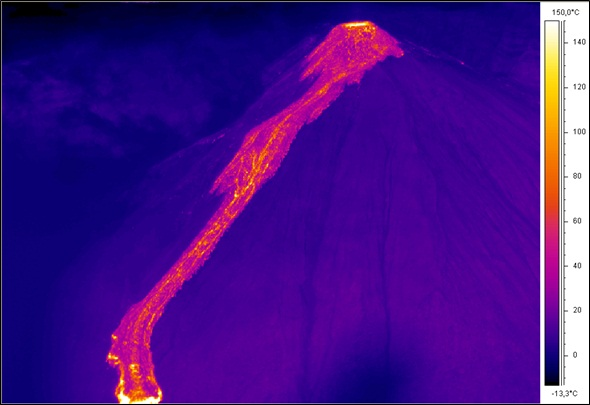 Thermal image of the recent lava flows on Reventador volcano; the active dome continues to feed a flow to the south-east (S. Vallejo, IG-EPN)