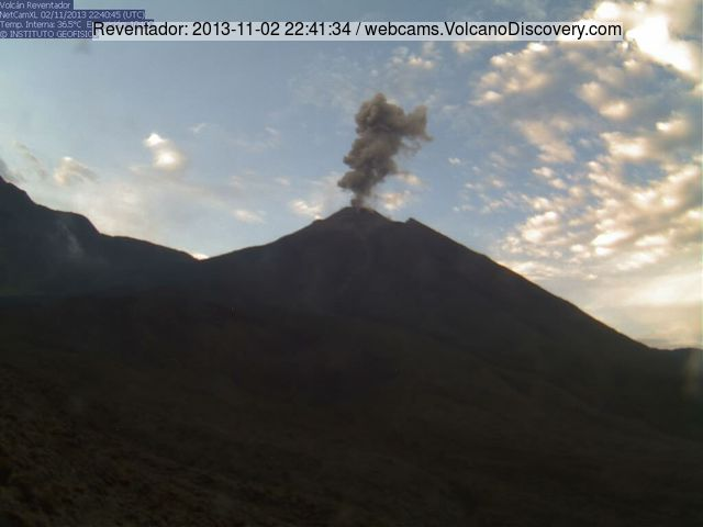 Small ash explosion from Reventador yesterday evening (IGPEN webcam)