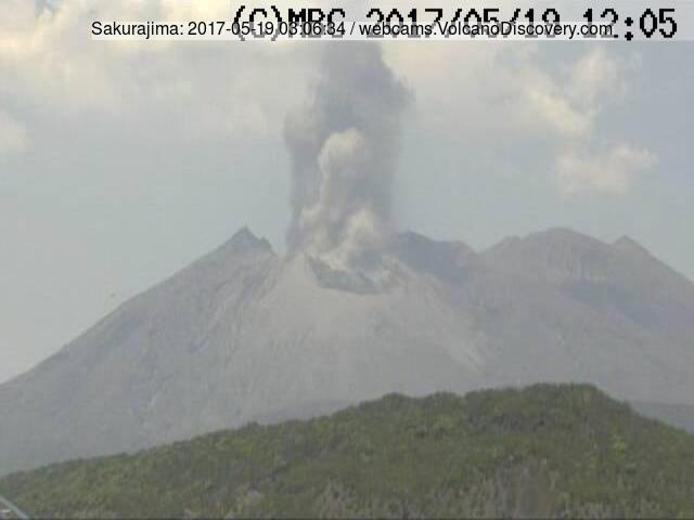 Small vulcanian eruption at Sakurajima earlier today