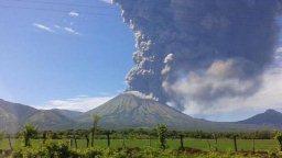 Ash emission from San Cristobal (image: SINAPRED)