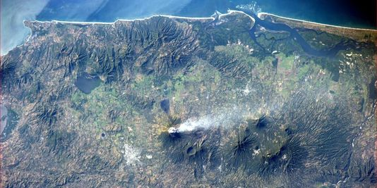 Gas plume from San Miguel seen from the ISS on 30 Dec (Image: Rick Mastracchio)