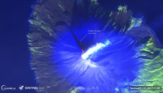 Satellite image of Sarychev Peak volcano from 7 Nov 2017 (image: SENTINEL 2 - ESA/Copernicus, annotated by Culture Volcan)