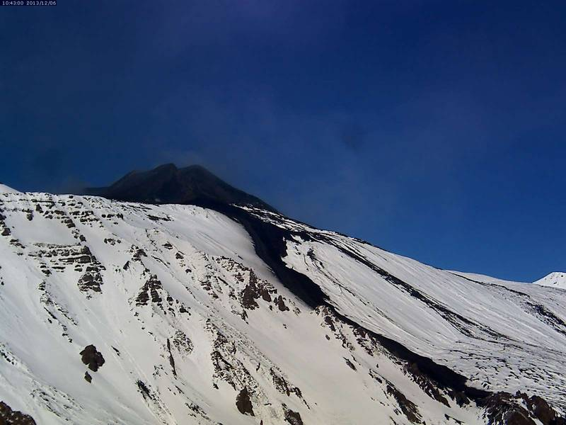 Etna this morning with the 2 Dec lava flow against the white snow (Etna Trekking webcam)