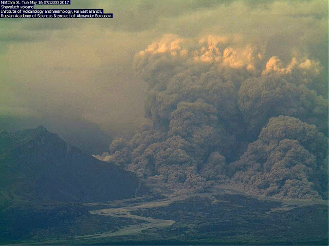 Pyroclastic flow on Shiveluch on 16 May evening (KVERT webcam)