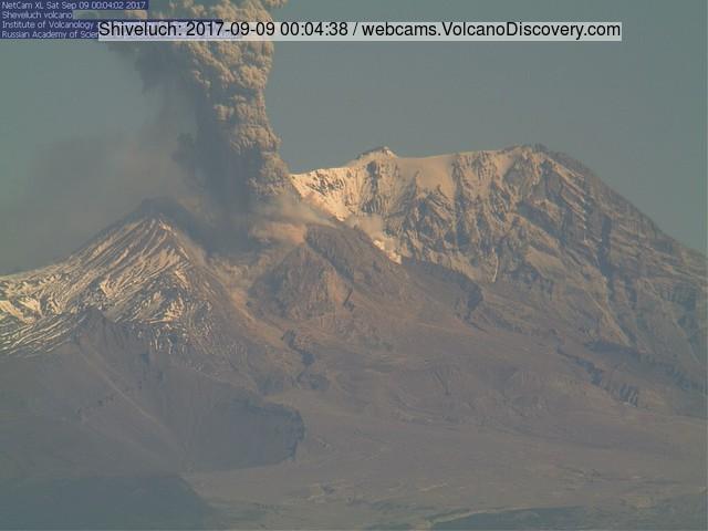 Eruption of Sheveluch volcano this morning (KVERT webcam)