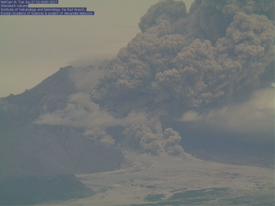 Strong explosive eruption at Shiveluch volcano yesterday (image: KVERT webcam)