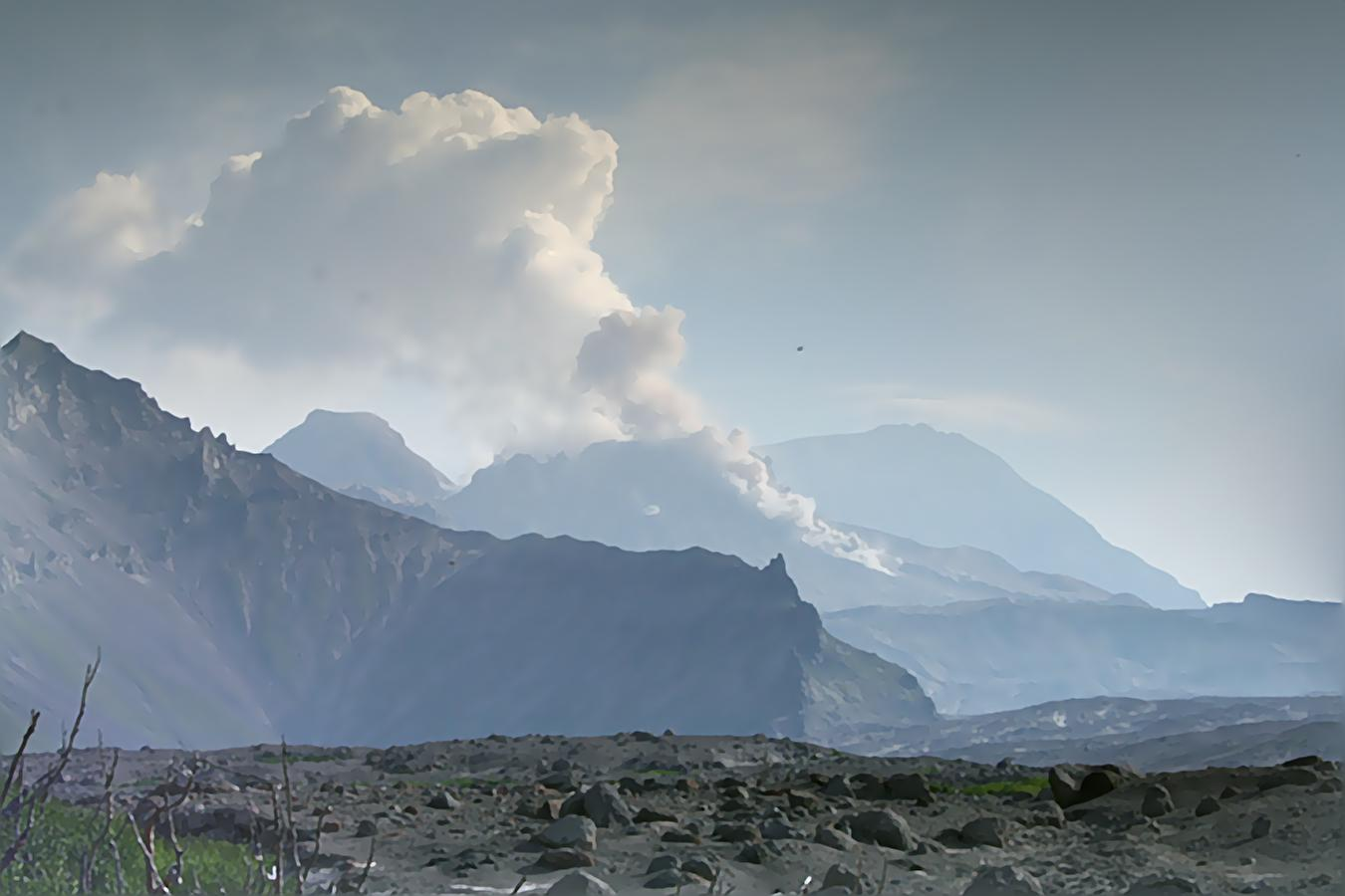Small avalanche from Shiveluch volcano (photo: Andrey Matseevskiy)