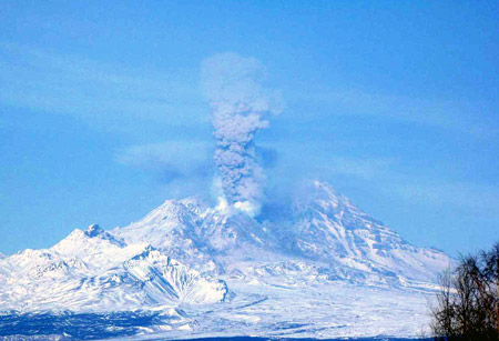 Ash eruption of Sheveluch volcano on 10 March 2012 (photo: Yu. Demyanchuk)